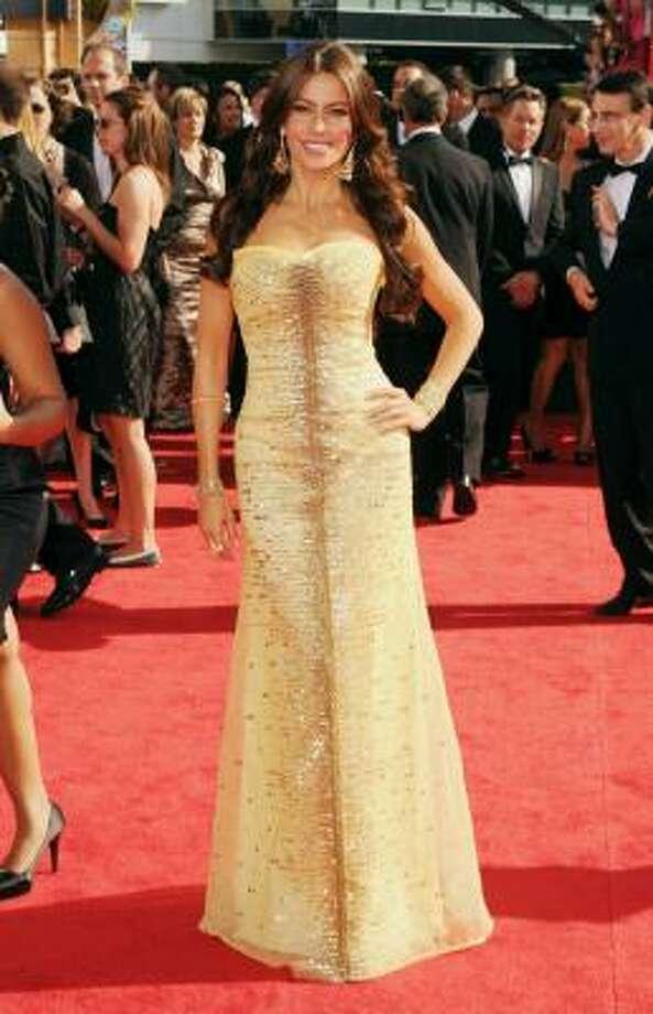 Modern Family's Sofia Vergara is golden in Carolina Herrera. Photo: Jason Merritt, Getty Images