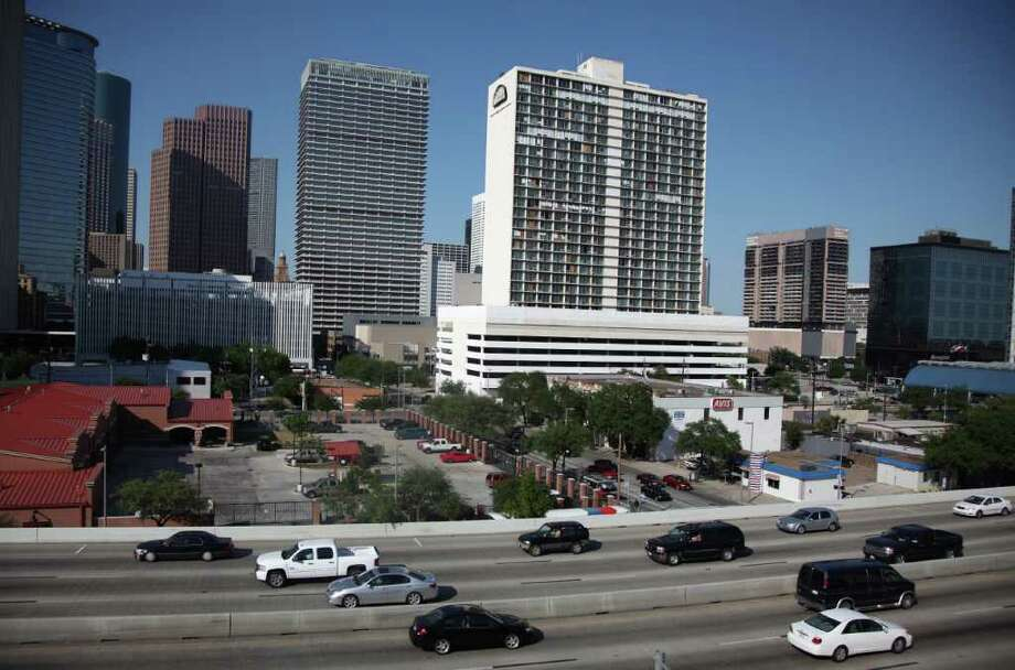 Private investors recently bought the Days Inn property and hope to redevelop within two years. Photo: Mayra Beltran, Staff / © 2011 Houston Chronicle