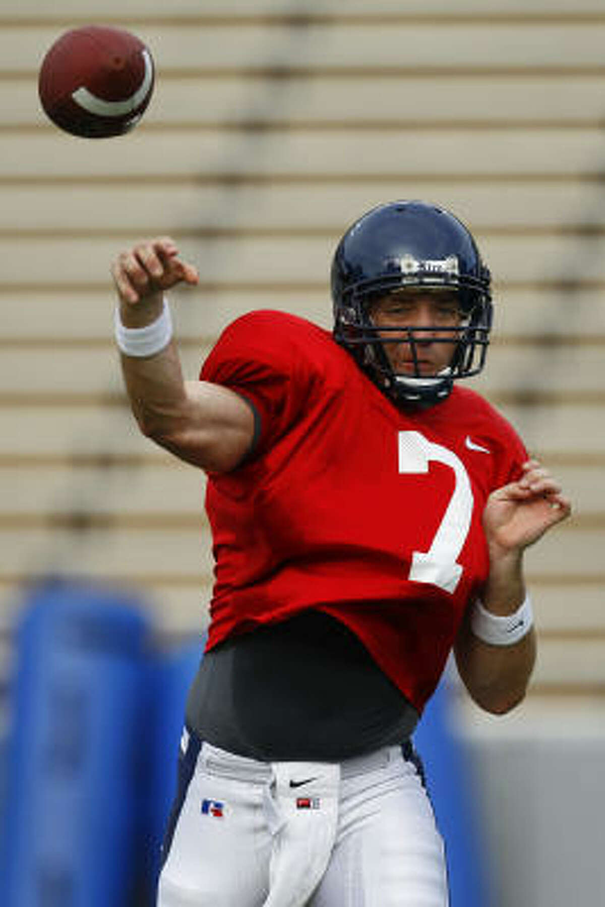 Junior quarterback Nick Fanuzzi, a transfer from Alabama, started eight games for the Owls in 2009.