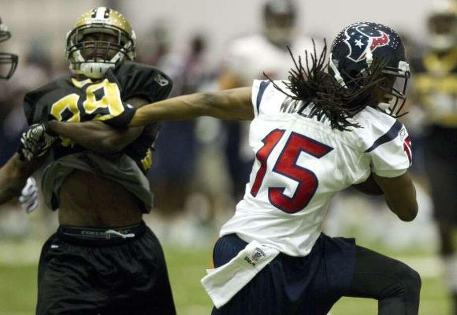 Texans receiver Bobby Williams breaks away from Saints cornerback Danny Gorrer. Photo: Brett Coomer, Chronicle