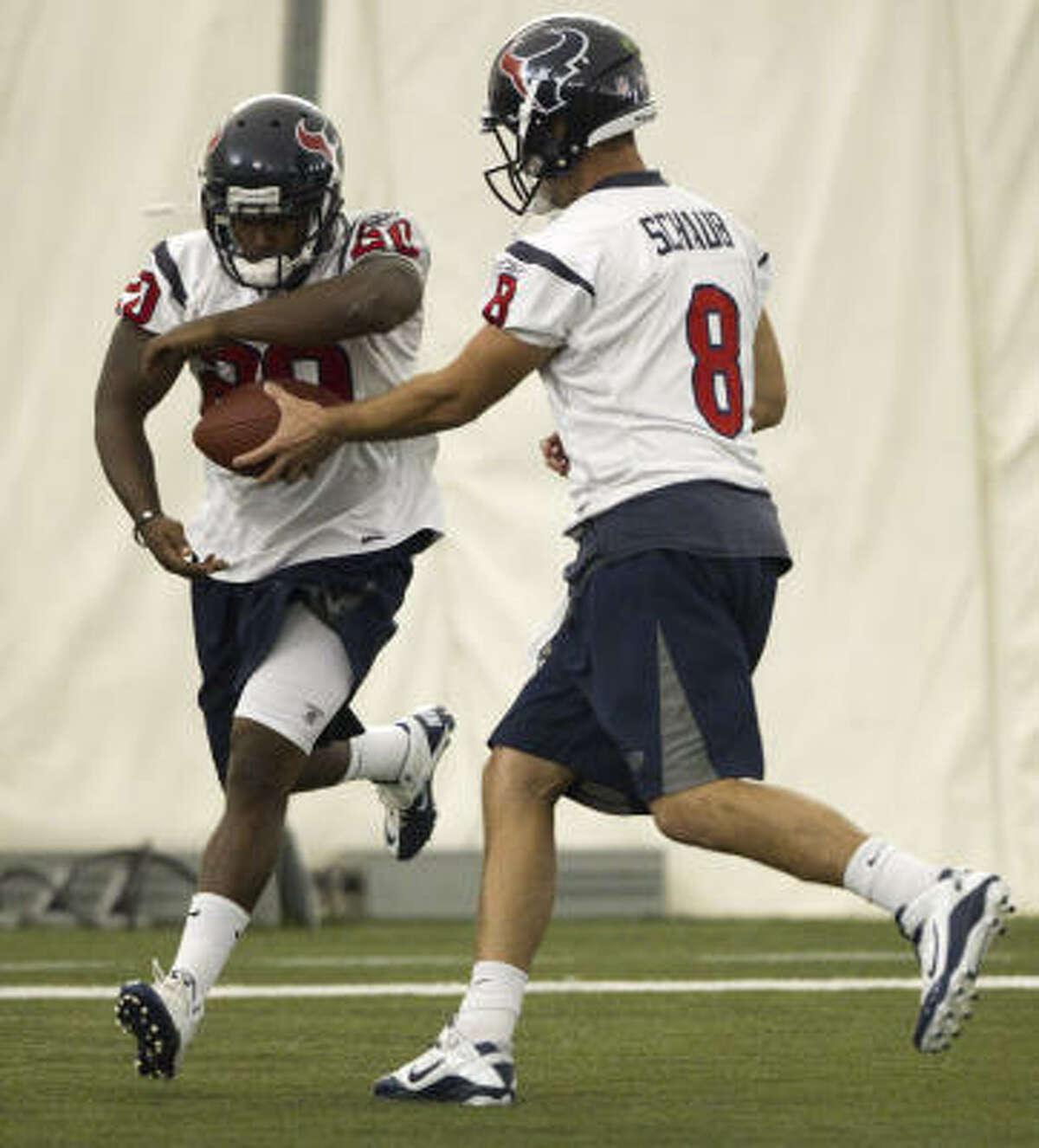 Texans running back Steve Slaton takes a handoff from quarterback Matt Schaub.