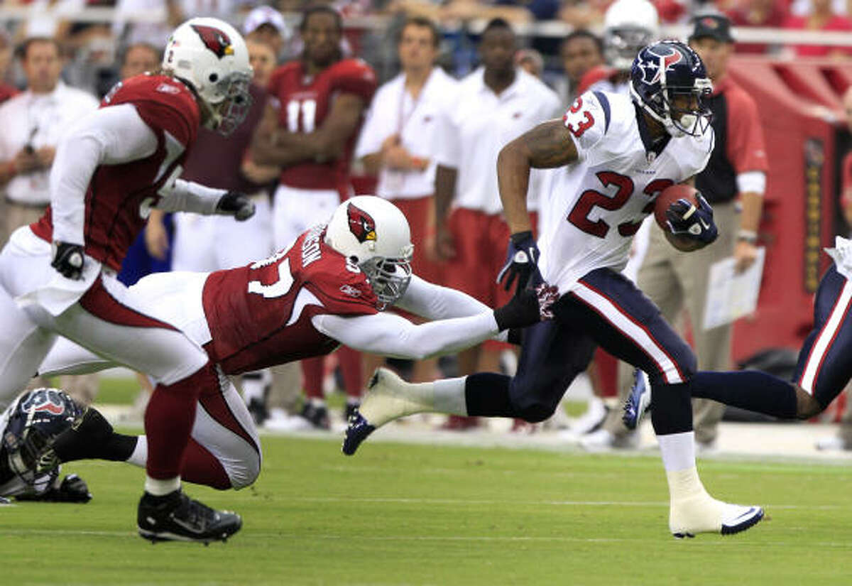 Texans running back Arian Foster breaks away from Cardinals nose tackle Bryan Robinson for a 21-yard run during the first quarter.