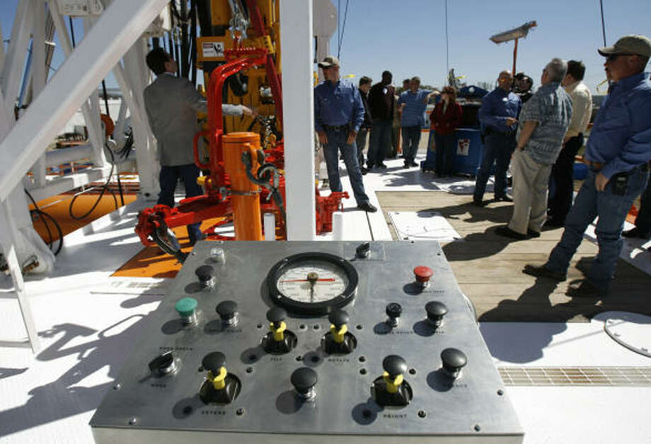 GES offered a demonstration of its existing QuickSilver rig Friday at its manufacturing facility in northwest Houston. It also unveiled a rig design with a walking system. Photo: Julio Cortez:, Chronicle