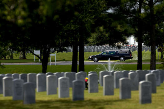 The hearse carrying Lance Cpl. Shane R. Martin, 23, of Spring, drives into Houston National Cemetery. Photo: Johnny Hanson, Houston Chronicle