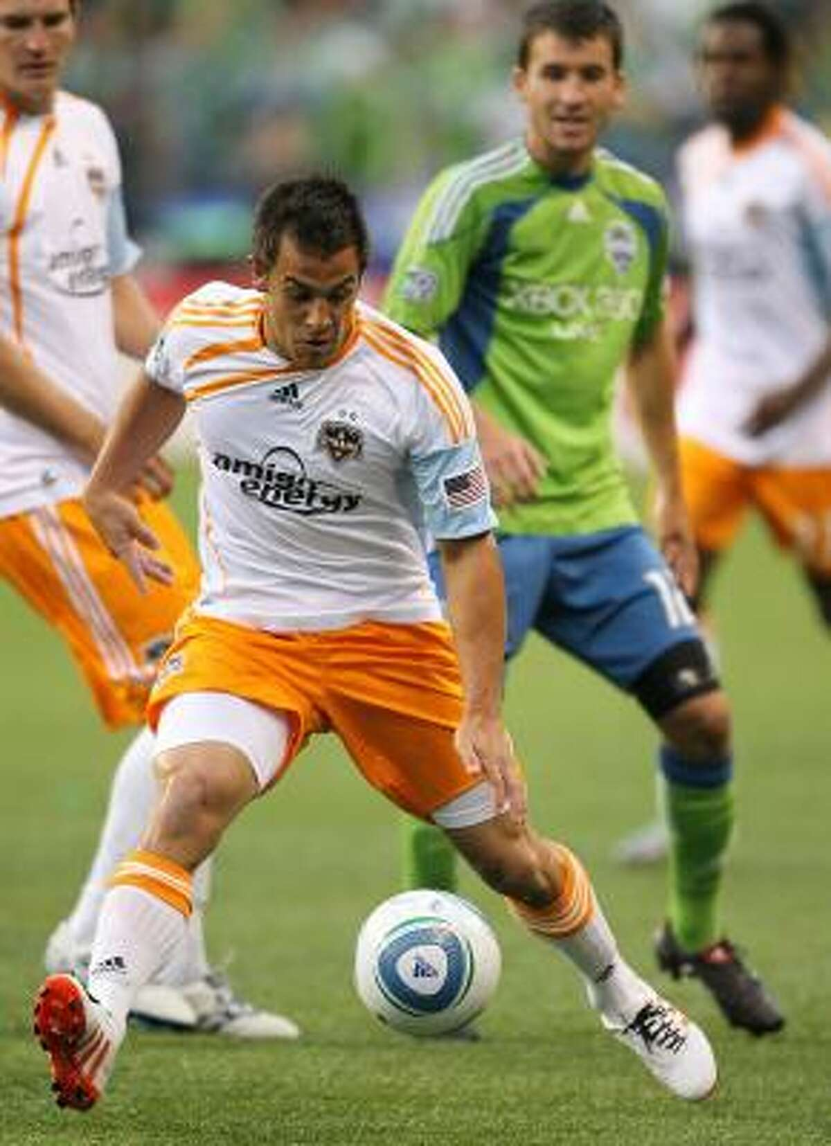 Dynamo midfielder Danny Cruz dribbles against Sounders defender Nathan Sturgis.