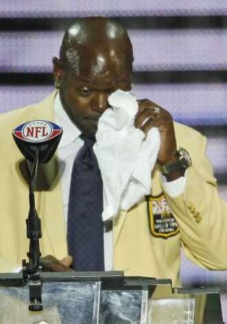 Emmitt Smith wipes tears from his eyes while giving his enshrinement speech. Photo: Ron Schwane, AP