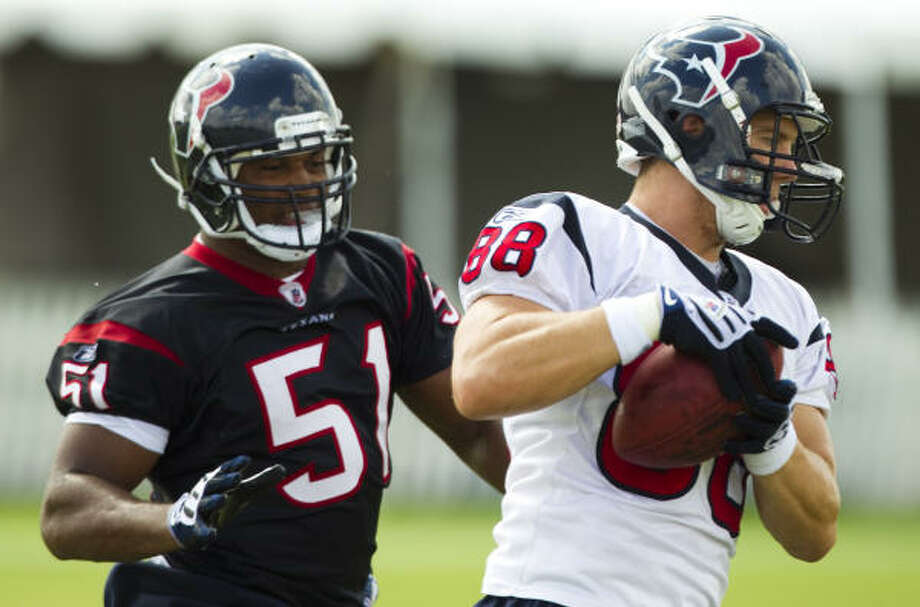 Texans tight end Garrett Graham (88) makes a catch as he is defended by linebacker Darryl Sharpton. Photo: Brett Coomer, Chronicle