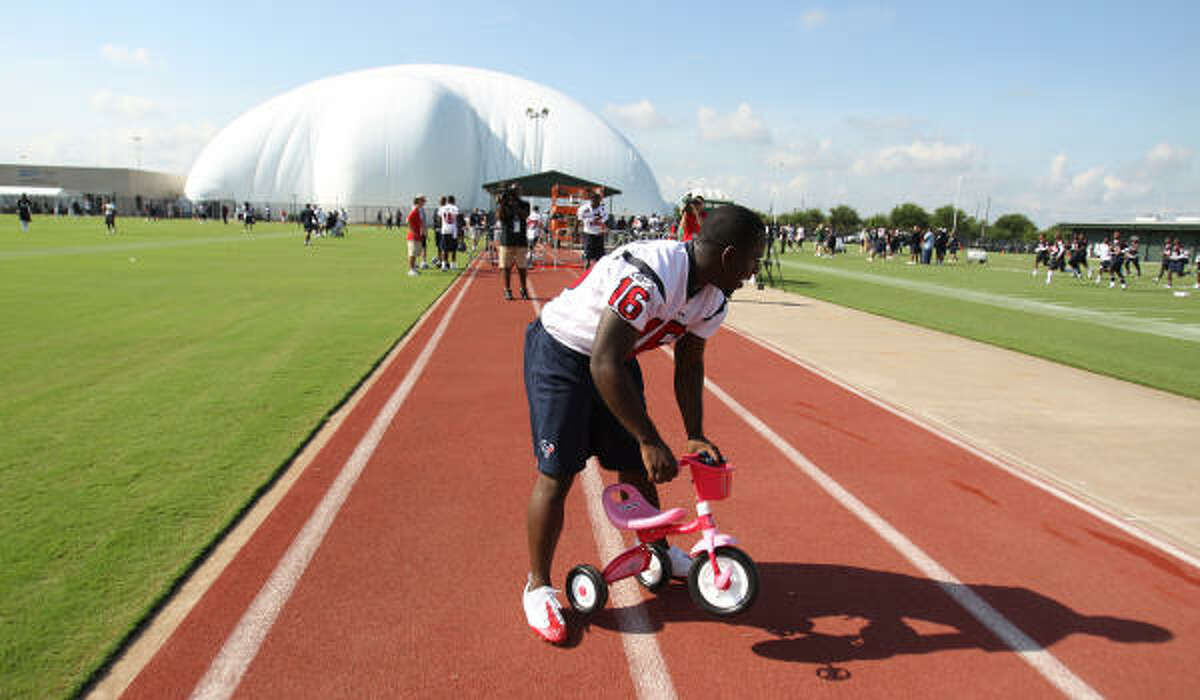 Texans wide receiver Trindon Holliday gets ready to go for a ride at Wednesday's training camp practice.