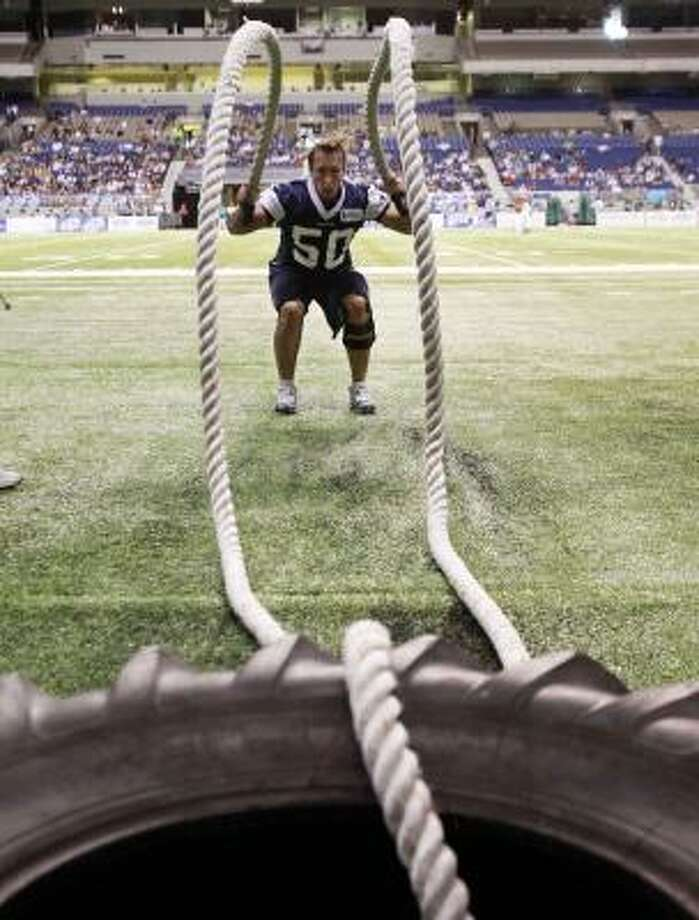 Dallas Cowboys' Sean Lee works with heavy ropes during the team's NFL football training camp, Tuesday, Aug. 3, 2010, in San Antonio. Photo: Eric Gay, AP