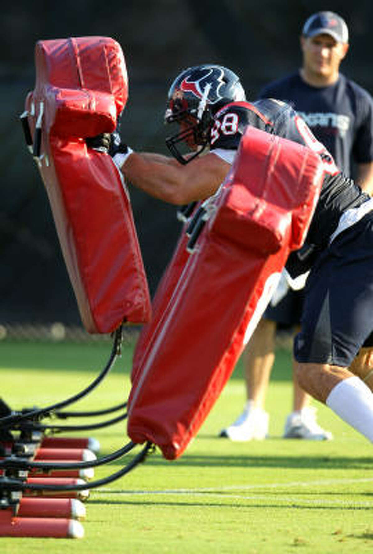 Texans defensive end Connor Barwin participates in a drill during Tuesday's practice.