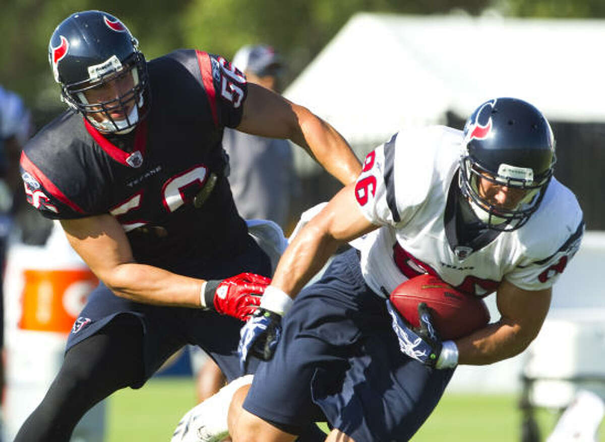 Texans tight end James Casey makes a catch in front of linebacker Brian Cushing.