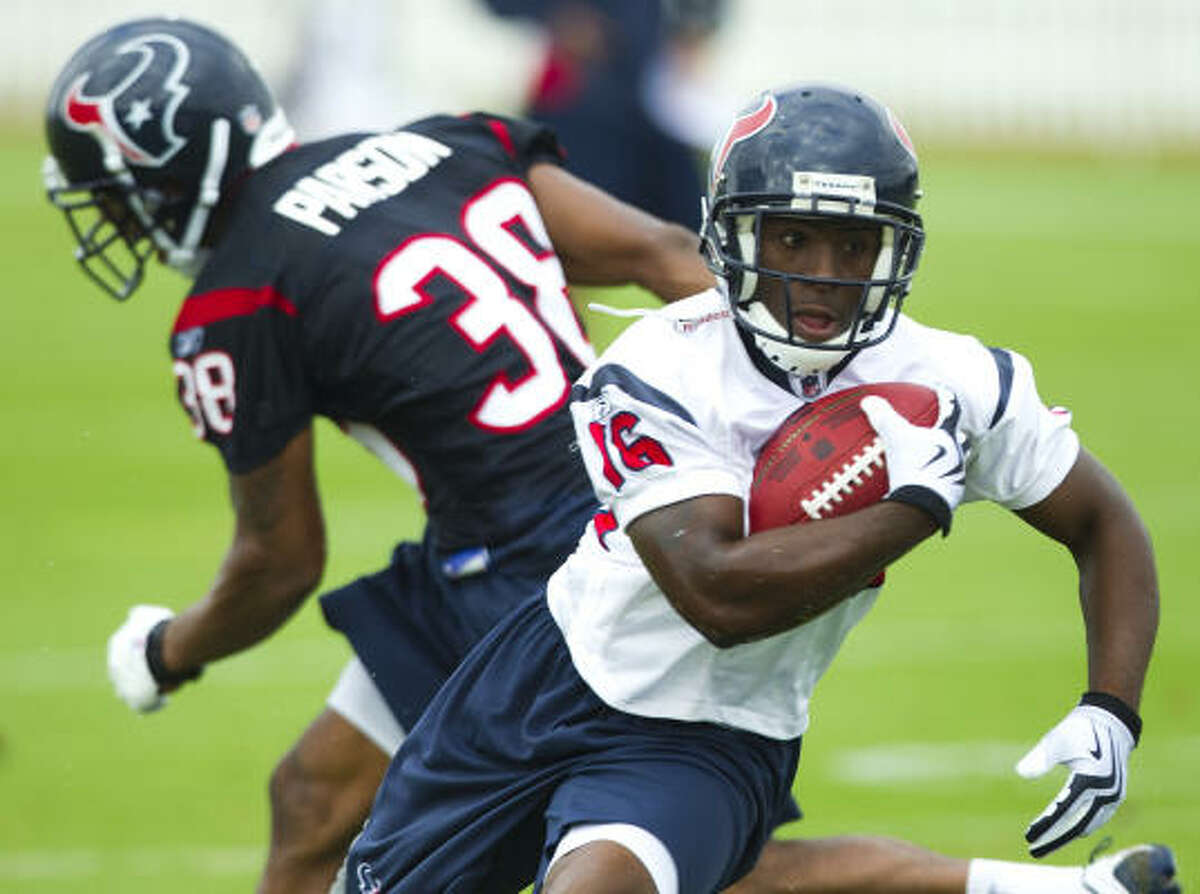 Texans wide receiver Trindon Holliday (16) runs past cornerback Mark Parson (38) after making a catch.