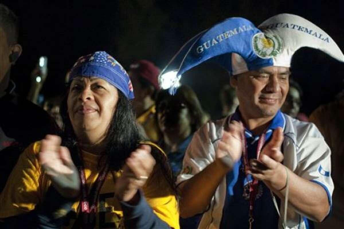 Trabajadores de Los Ángeles de 32 sindicatos diferentes se unen a líderes religiosos y comunitarios en el estadio Dodger de Los Ángeles para expresar su rechazo a la ley de inmigración de Arizona.
