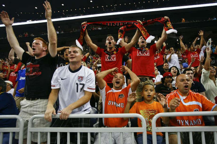El encuentro en el estadio Reliant convocó a un récord de espectadores. Photo: Michael Paulsen, Chronicle