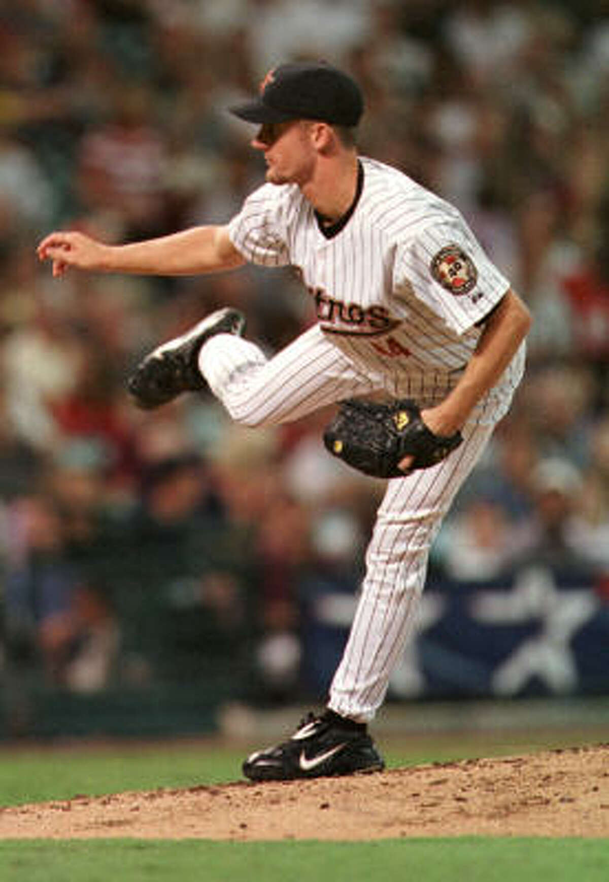 Roy Oswalt set a franchise record for most wins by a rookie (14) and finished second in the voting for National League Rookie of the Year to St. Louis slugger Albert Pujols.