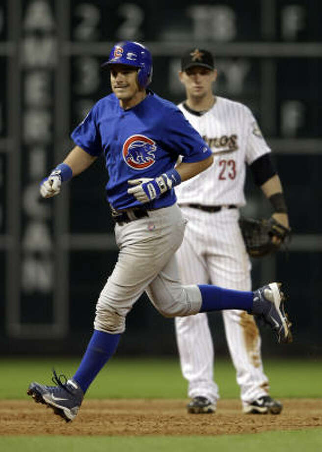 Cubs second baseman Ryan Theriot, left, runs the bases after hitting a home run during the sixth inning. Photo: David J. Phillip, AP