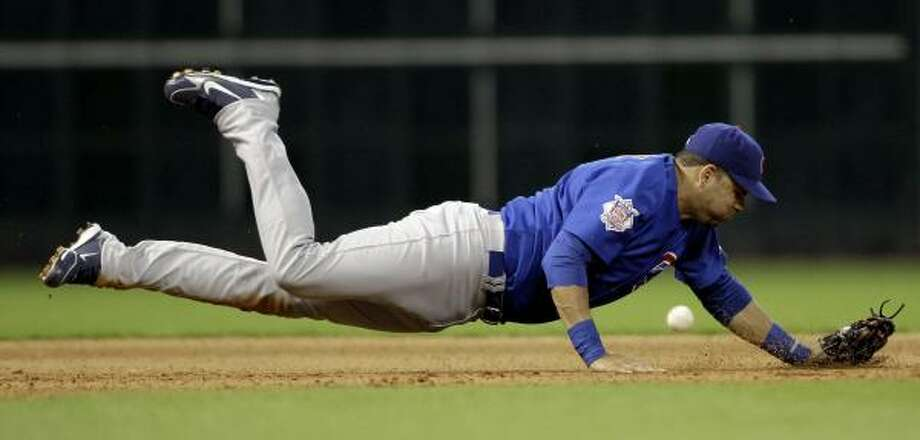 Cubs third baseman Aramis Ramirez dives for a single hit by Astros shortstop Angel Sanchez during the seventh inning. Photo: David J. Phillip, AP