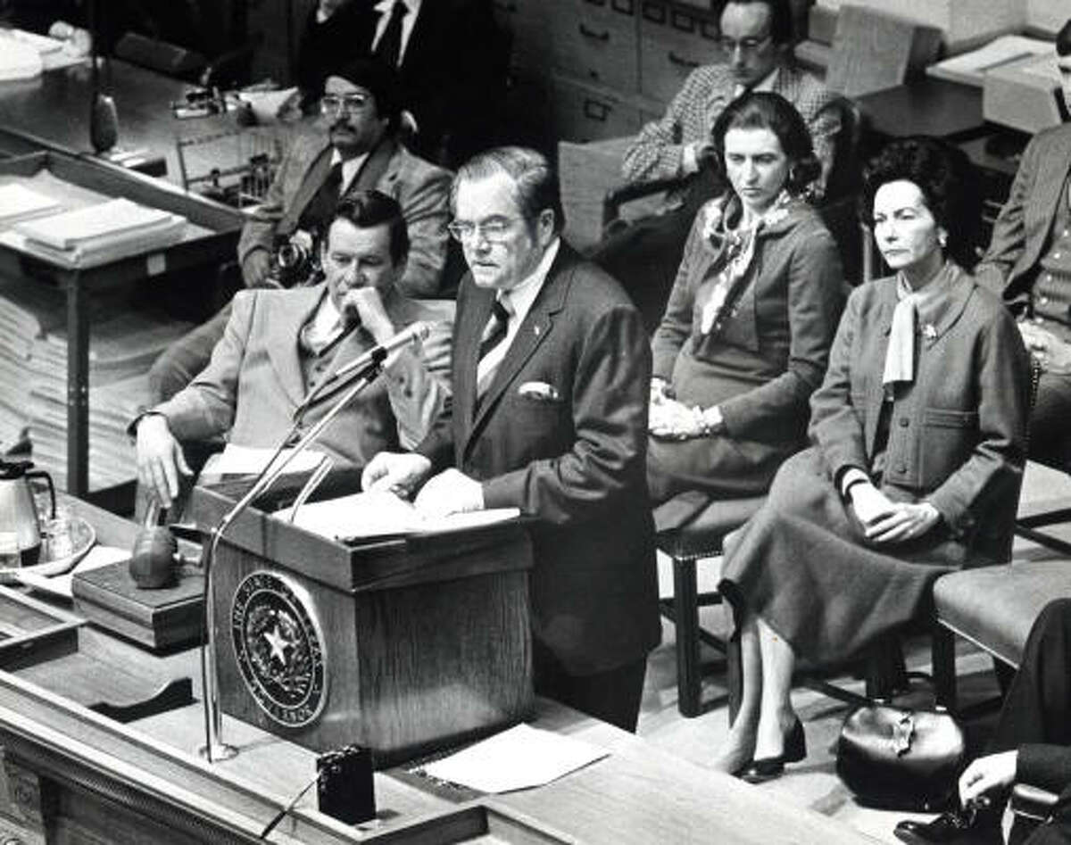 Gov. Dolph Briscoe addresses a joint session of the Legislature in January 1977. At left is Lt. Gov. Bill Hobby.