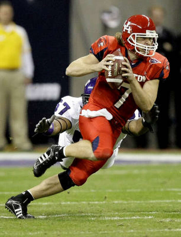Dec. 28, 2007:Case Keenum completed 23 of 38 passes for 335 yards and one touchdown in the Cougars' 20-13 loss to TCU in the 2007 Texas Bowl, but he was sacked five times. Photo: Brett Coomer, Chronicle