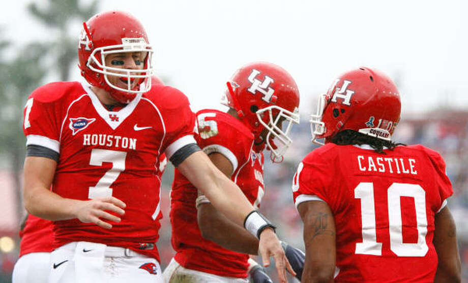 Houston quarterback Case Keenum (7), facing, celebrates with wide receiver L.J. Castile (10) and the rest of the Cougars after scoring a touchdown pass in the first quarter of his game Saturday, Nov. 21, 2009, in Robertson Stadium in Houston. ( Nick de la Torre / Chronicle ) Photo: Nick De La Torre, Houston Chronicle