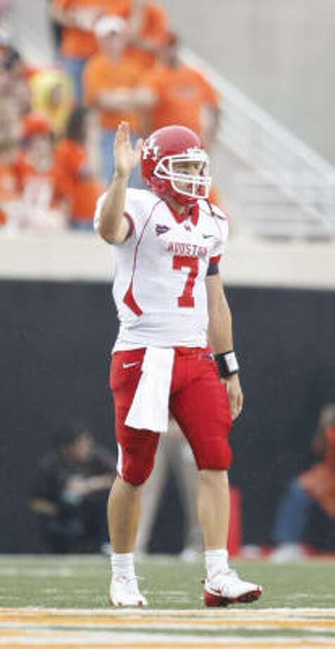 Houston quarterback Case Keenum (7) signals that the foul is aganst Oklahoma State in the fourth quarter of his game Saturday, Sept. 12, 2009, Boone Pickens Stadium in Stillwater, Oklahoma.  Houston won 45-35. ( Nick de la Torre / Chronicle ) Photo: Nick De La Torre, Houston Chronicle
