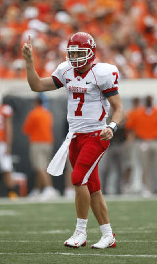 Houston quarterback Case Keenum (7) calls the number one play in the first quarter of his game against Oklahoma State Saturday, Sept. 12, 2009, Boone Pickens Stadium in Stillwater, Oklahoma.  ( Nick de la Torre / Chronicle ) Photo: Nick De La Torre, Houston Chronicle