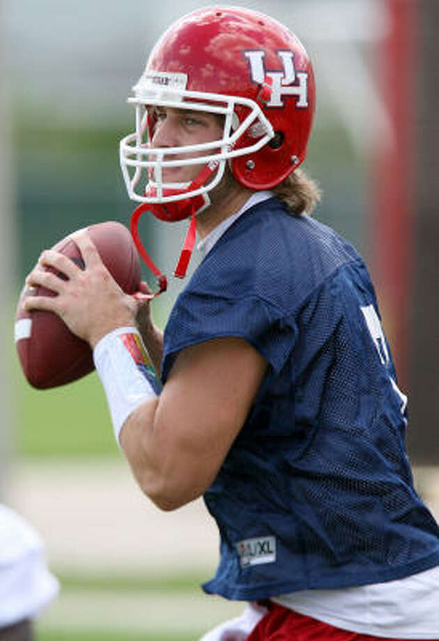 August 30, 2007 : University of Houston #7 Case Keenum during Thursday's afternoon practice at the University of Houston. Coach Art Briles will not make his quarterback decision until game time against the Oregon Ducks. Special to the Chron: Thomas Shea Photo: Thomas  Shea, For The Chronicle
