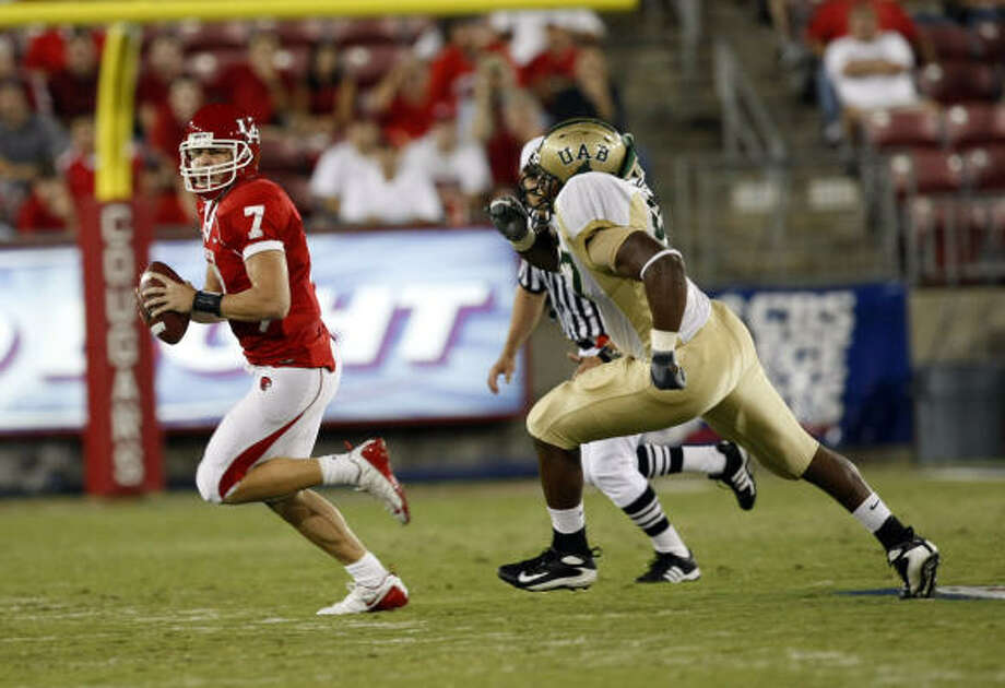 University of Houston's quarterback Case Keenum is chased down by UAB's Bryant Turner (right) during the first quarter as the Cougars took on the University of Alabama-Birmingham at Robertson Stadium Thursday, Oct. 9, 2008. At half time the UAB was leading the Cougars 20-3.
