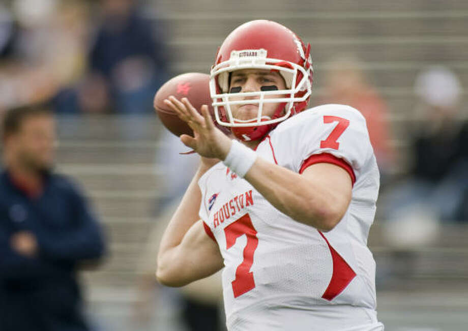 University of Houston starting quarterback #7-Case Keenum warms-up pregame as Rice hosts UH for the 35th annual Bayou Bucket Saturday at Rice Stadium. The winner will claim the West Division of C-USA and face East Carolina on Dec. 6 in the C-USA title game.  Saturday, Nov. 29, 2008, in Houston. ( Steve Ueckert / Chronicle ) Photo: Steve Ueckert, Houston Chronicle