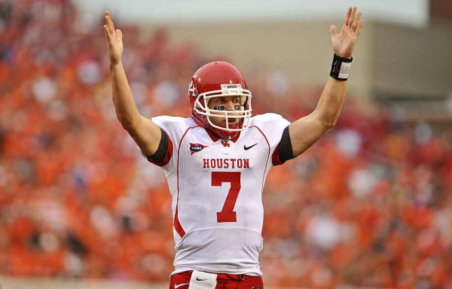 Houston quarterback Case Keenum signals a touchdown during the second half of an NCAA college football game against Oklahoma State in Stillwater, Okla., on Saturday, Sept. 12, 2009. Photo: Ben Woloszyn, AP