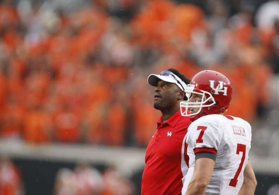 Houston head coach Kevin Sumlin, left, and quarterback Case Keenum (7) take a look at the scoreboard in the fourth quarter of his game Saturday, Sept. 12, 2009, Boone Pickens Stadium in Stillwater, Oklahoma.  Houston won 45-35. ( Nick de la Torre / Chronicle ) Photo: Nick De La Torre, Houston Chronicle