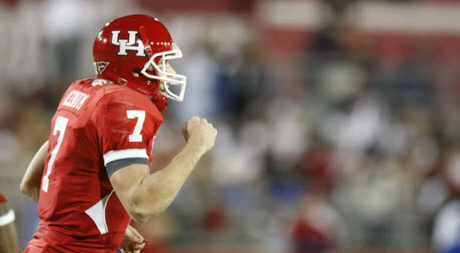 Houston quarterback Case Keenum (7) celebrates after an extra point when the defense scored a touch down in the first quarter of his game Saturday, Oct. 24, 2009, in Robertson Stadium in Houston. ( Nick de la Torre / Chronicle ) Photo: Nick De La Torre, Houston Chronicle