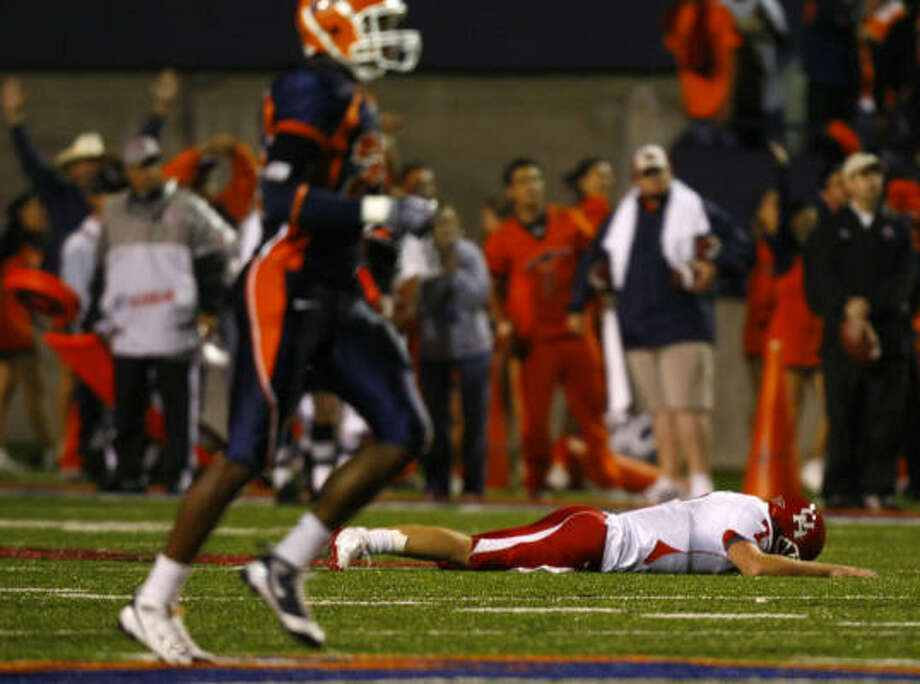 University of Houston's QB Case Keenum reacts as UTEP celebrates their 58-41 win over the Coogers after  the UH-UTEP game in El Paso, Saturday, October 3, 2009.    (photo by Smiley Pool) Photo: Smiley N. Pool, Houston Chronicle