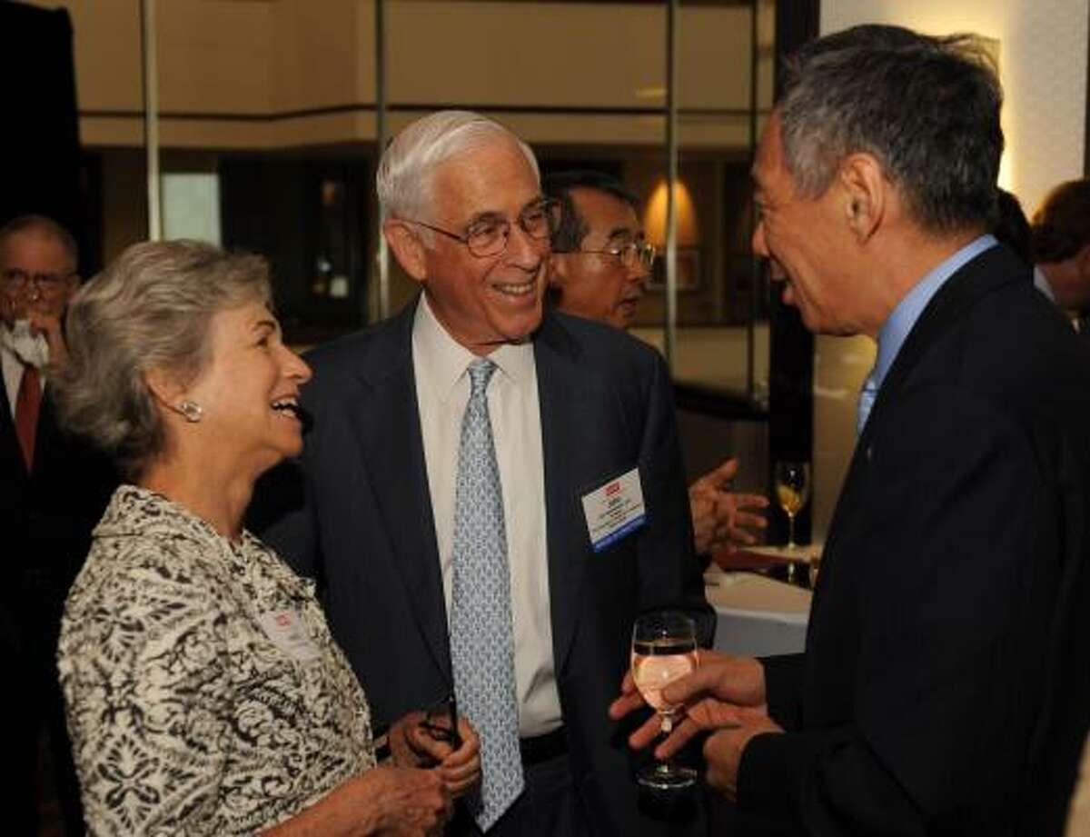 Anne and John Mendelsohn and Singapore Prime Minister Lee Hsien Loong