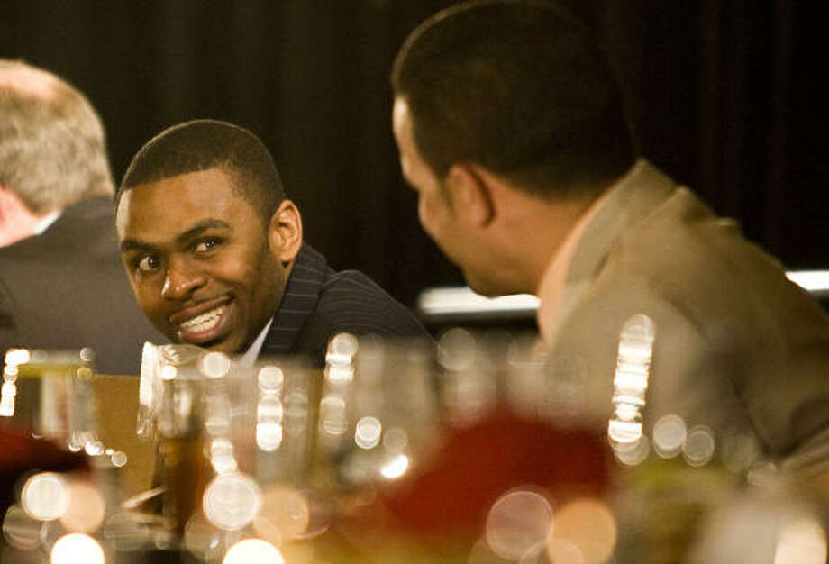 Astros center fielder Michael Bourn, facing, jokes with pitcher Wandy Rodriguez at the Houston Baseball Dinner. Photo: Nick De La Torre, Chronicle