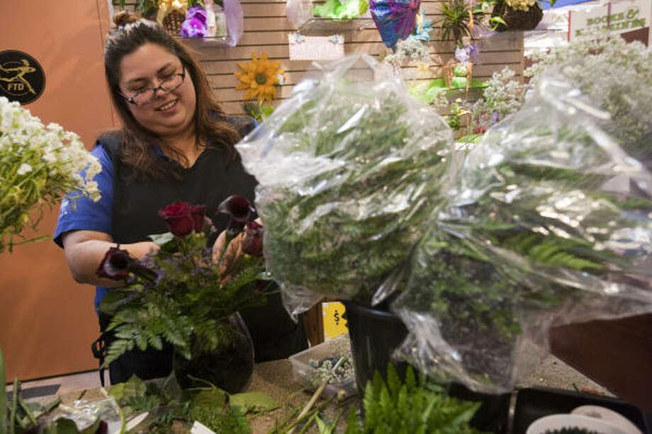 Ronda Suarez arranges flowers at Rosenberg's new Kroger Marketplace, a store twice the size of the average Kroger. Photo: Eric Kayne, For The Chronicle