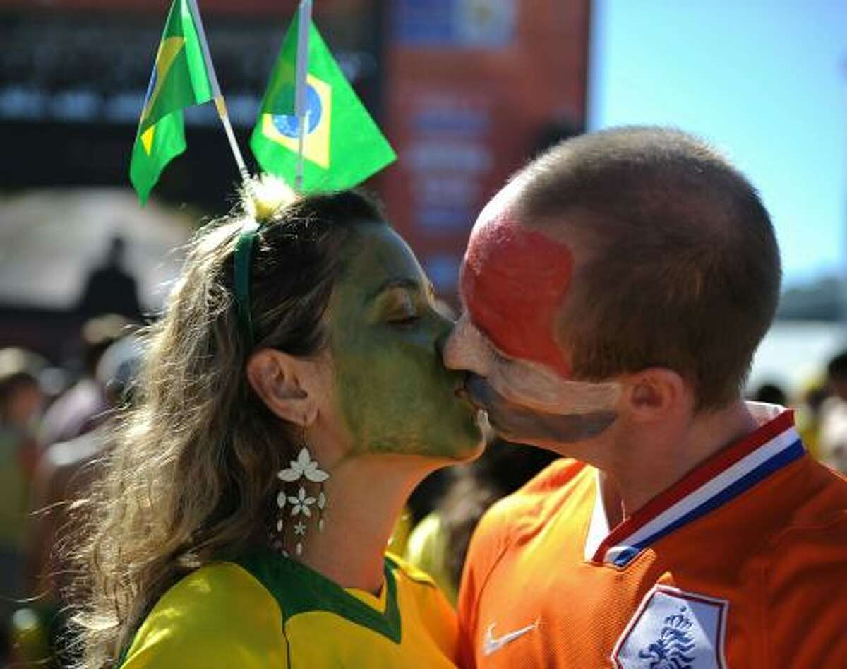 International relations between Brazil and the Netherlands appear excellent before kickoff.