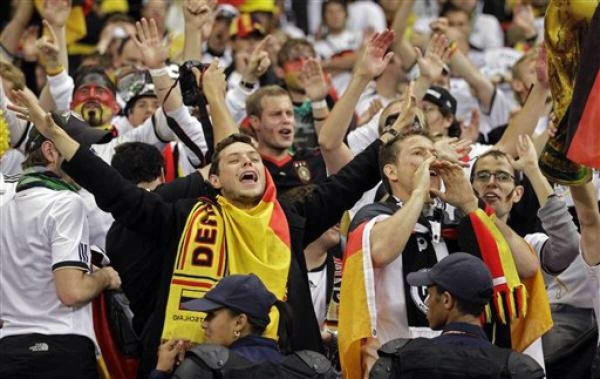 Aficionados alemanes apoyan a su equipo, que llegó hasta las semifinales del Mundial.