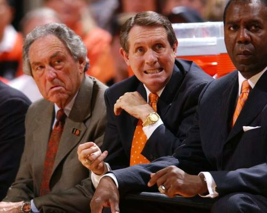 James Dickey, center, was an assistant coach at Oklahoma State for Eddie Sutton, left, for most of his tenure. Photo: L.G. PATTERSON, ASSOCIATED PRESS