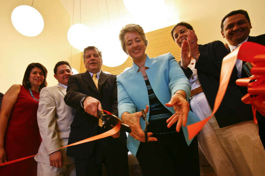 The new center opened with a snip of the scissors by Mayor Annise Parker, flanked by Planned Parenthood officials Peter Durkin, third from left, Rita Lucido, second from right, and others. Photo: Michael Paulsen, Chronicle