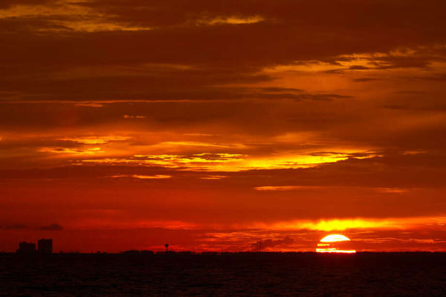 The sun sets as seen from aboard the NOAA Ship Thomas Jefferson. Photo: Smiley N. Pool, Chronicle