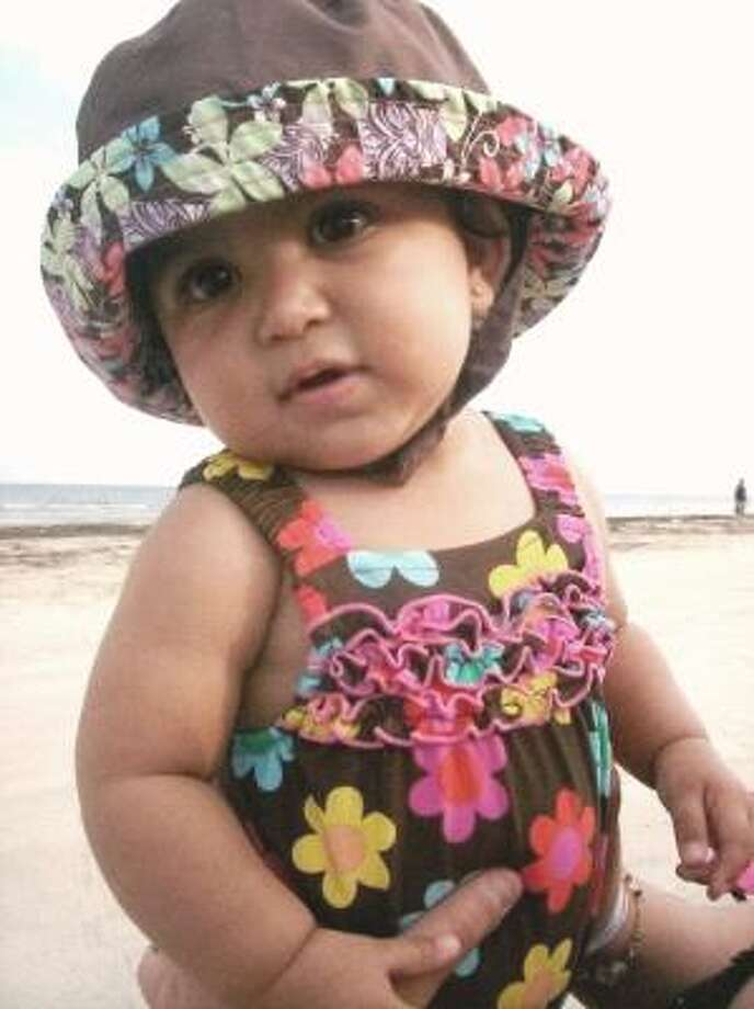 Cover upA wide-brimmed hat is a must for the beach, no matter what age. Photo: JadesMama, Chron.commons