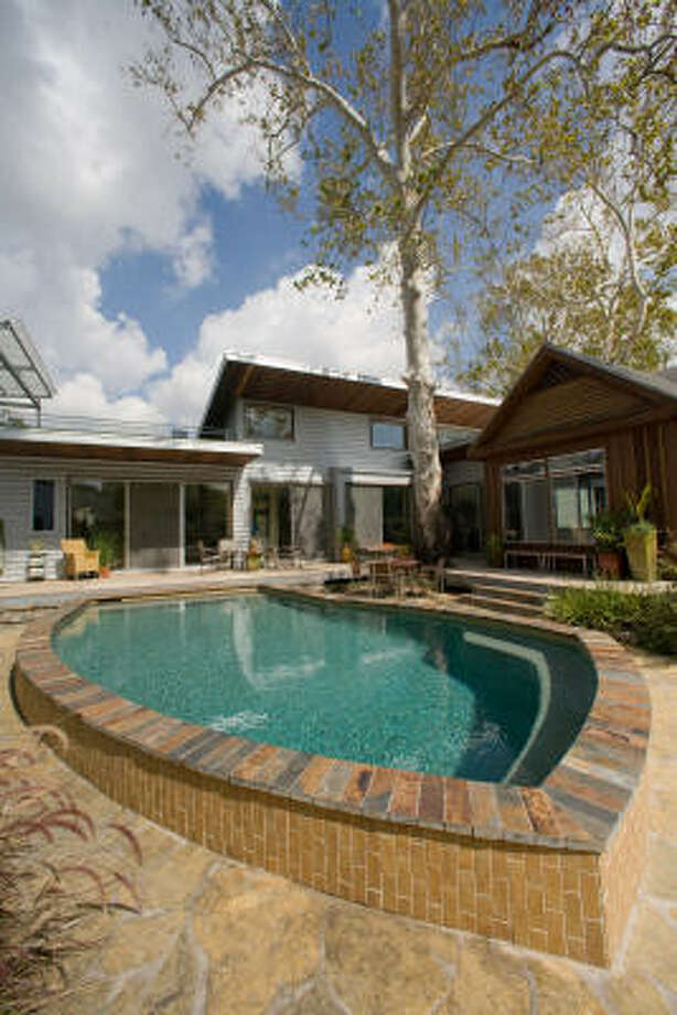 Backyard pool in Houston. Photo: Steve Campbell, Chronicle