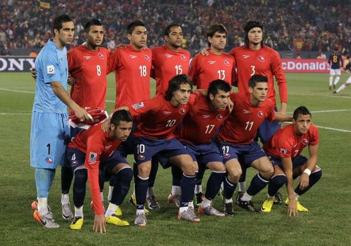 Chile, por su parte, salió a la cancha del Loftus Versfeld Stadium con estos once jugadores.