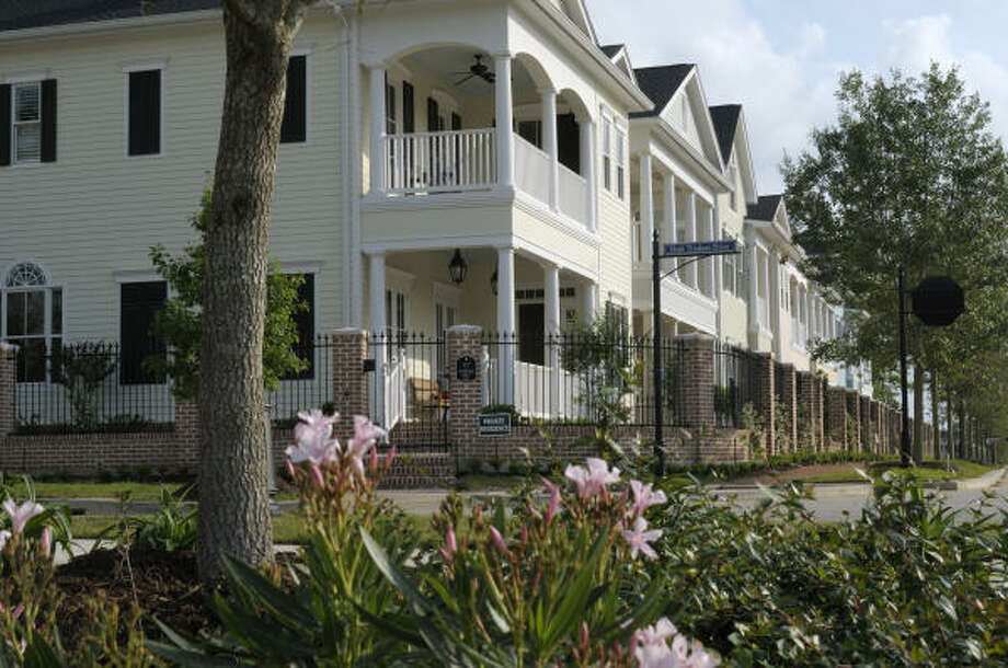 GARDEN DISTRICT LIVING: East Shore is in the Garden District of The Woodlands Town Center, bordering the eastern edge of 200-acre Lake Woodlands. Luxurious townhomes, condominiums, villas and custom homes, priced from the $350,000s well into the millions, are offered in East Shore. Pictured is a streetscape in the enclave of Mid-Lake in East Shore.