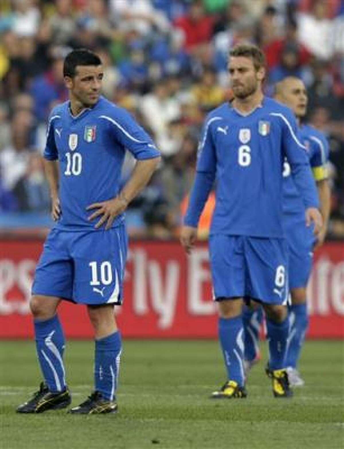 En el otro partido del Grupo F, Italia, defensor del título, perdió 3-2 con Eslovaquia y quedó eliminado.