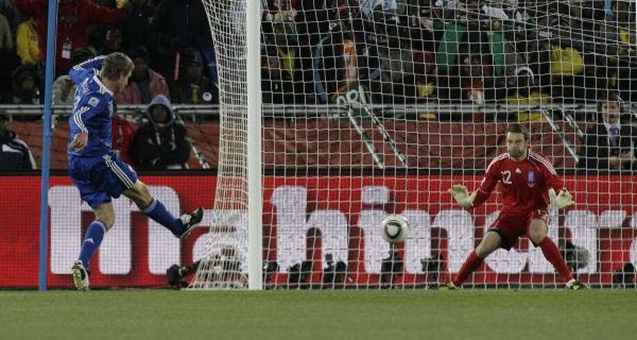 Argentina's Martin Palermo, left, scores past Greece goalkeeper Alexandros Tzorvas in the 89th minute. Photo: Thanassis Stavrakis, AP