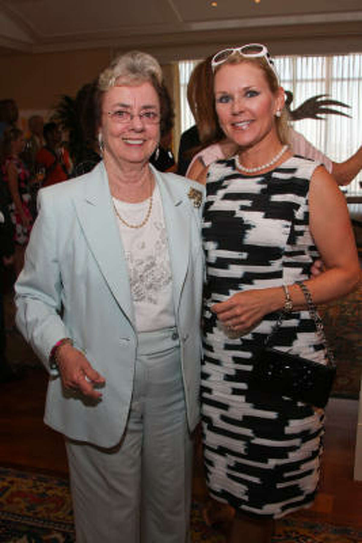 Jane Block and Mindy Hildebrand at an underwriters' party for Communities in Schools Houston's 2010 gala.