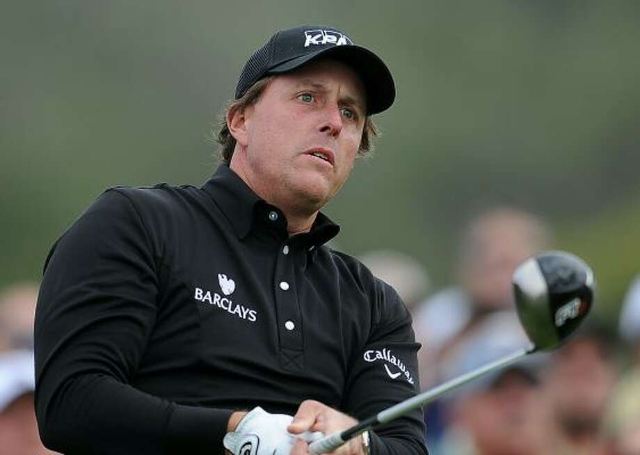 Phil Mickelson finished 4-over-par 75 after the first round of the U.S. Open. Photo: ROBYN BECK, AFP/Getty Images