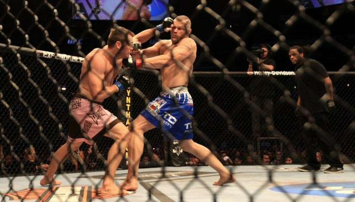 Rich Franklin hits Chuck Liddell during the first round.
